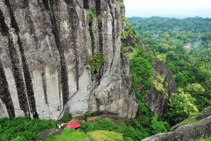 Jogjakarta 3D2N (Gunung Nglangeran – Air Terjun Sri Gethuk – Kali Suci – Pantai Siung – Pantai Sundak – Pantai Timang)